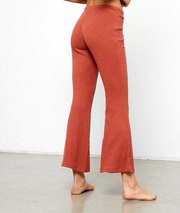 Lejące spodnie z rozszerzanymi nogawkami