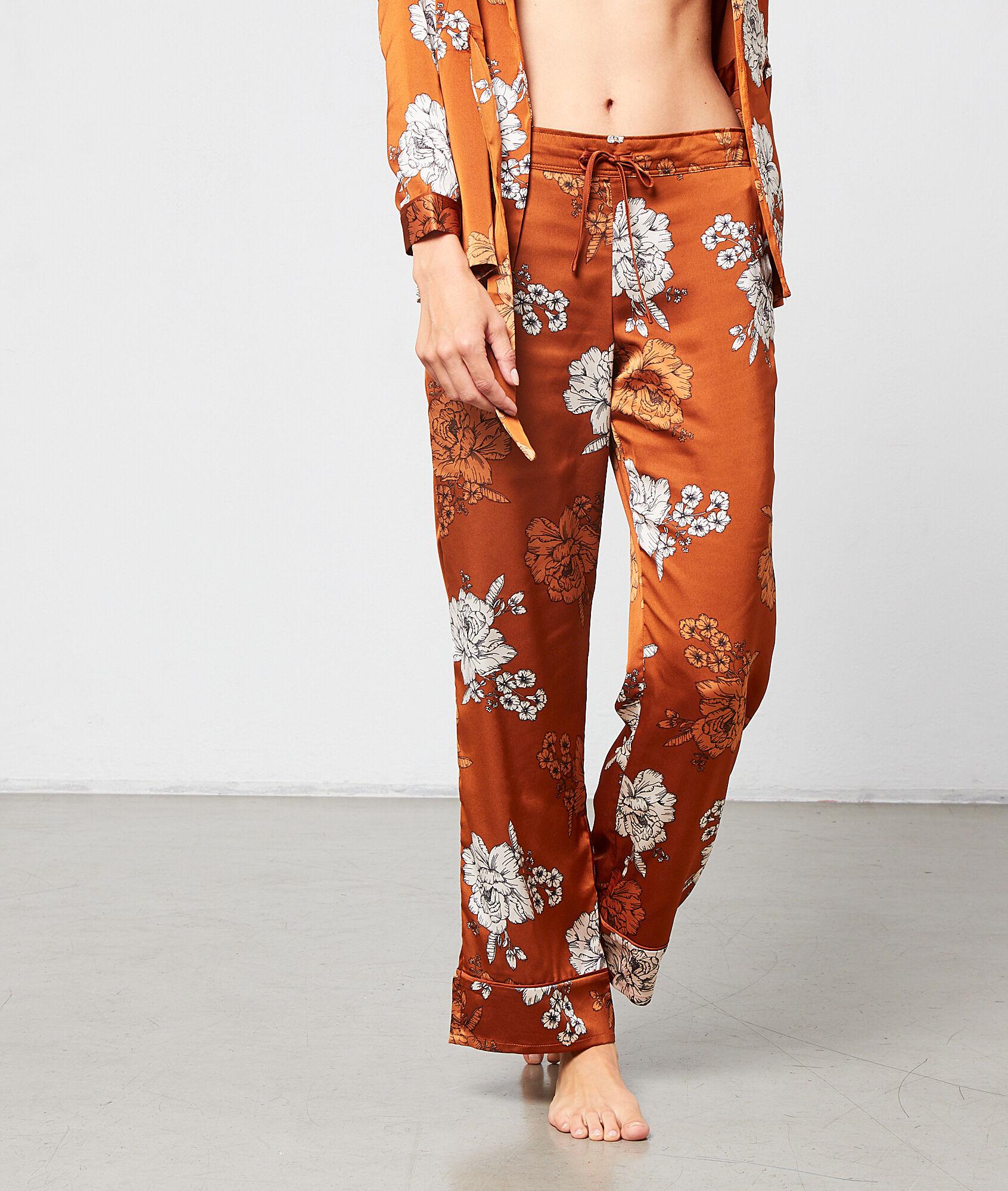 ZOEY Satynowe spodnie w kwiaty
