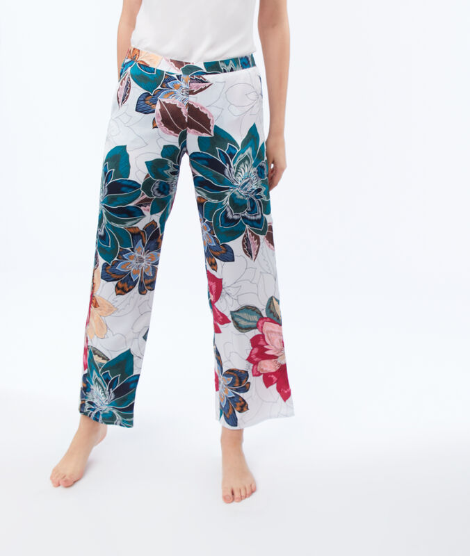 Wzorzyste spodnie ecru.