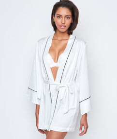 Satynowy szlafrok kimono blanc.