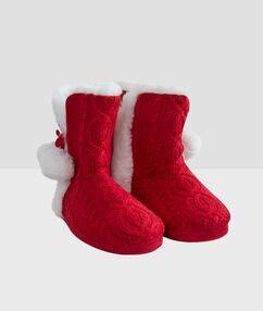 Chaussons bottines fourrés rouge.