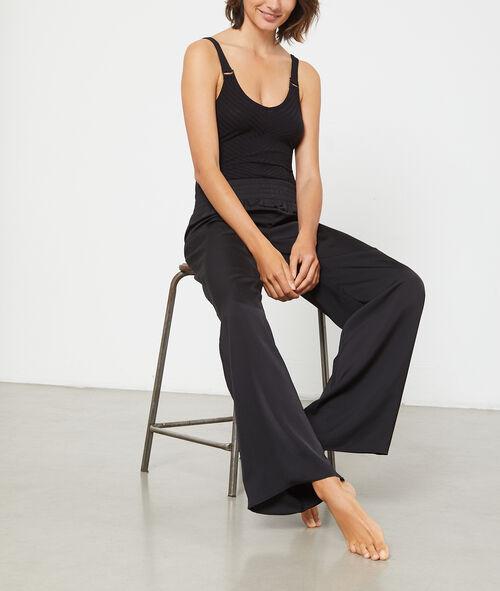 Satynowe spodnie z szerokimi nogawkami i paskiem na gumce