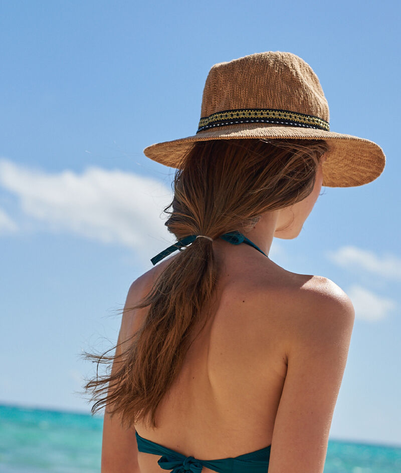 Kapelusz plażowy, biżuteryjny detal;${refinementColor}