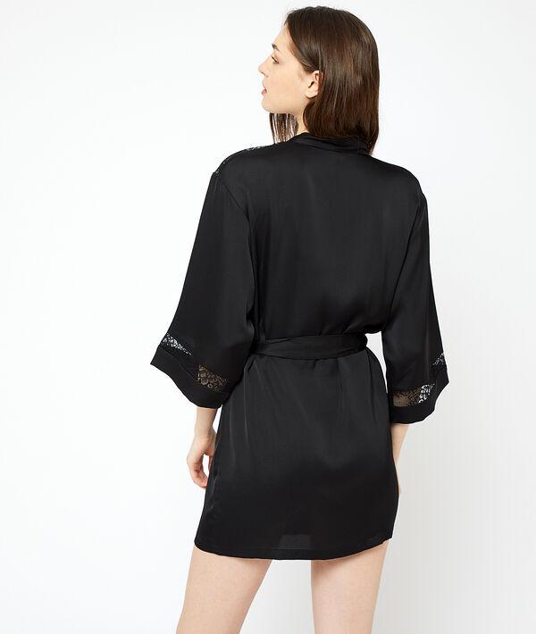 Kimono ozdobione koronką