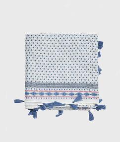 Foulard imprimé à pompoms bleu.