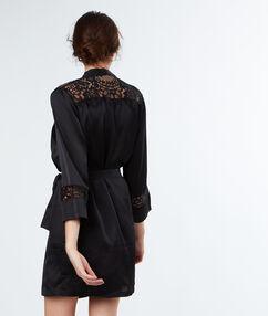 Kimono déshabillé satin dentelle noir.