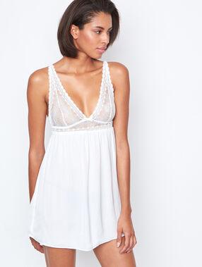 Lejąca koszulka z koronkowym dekoltem blanc.