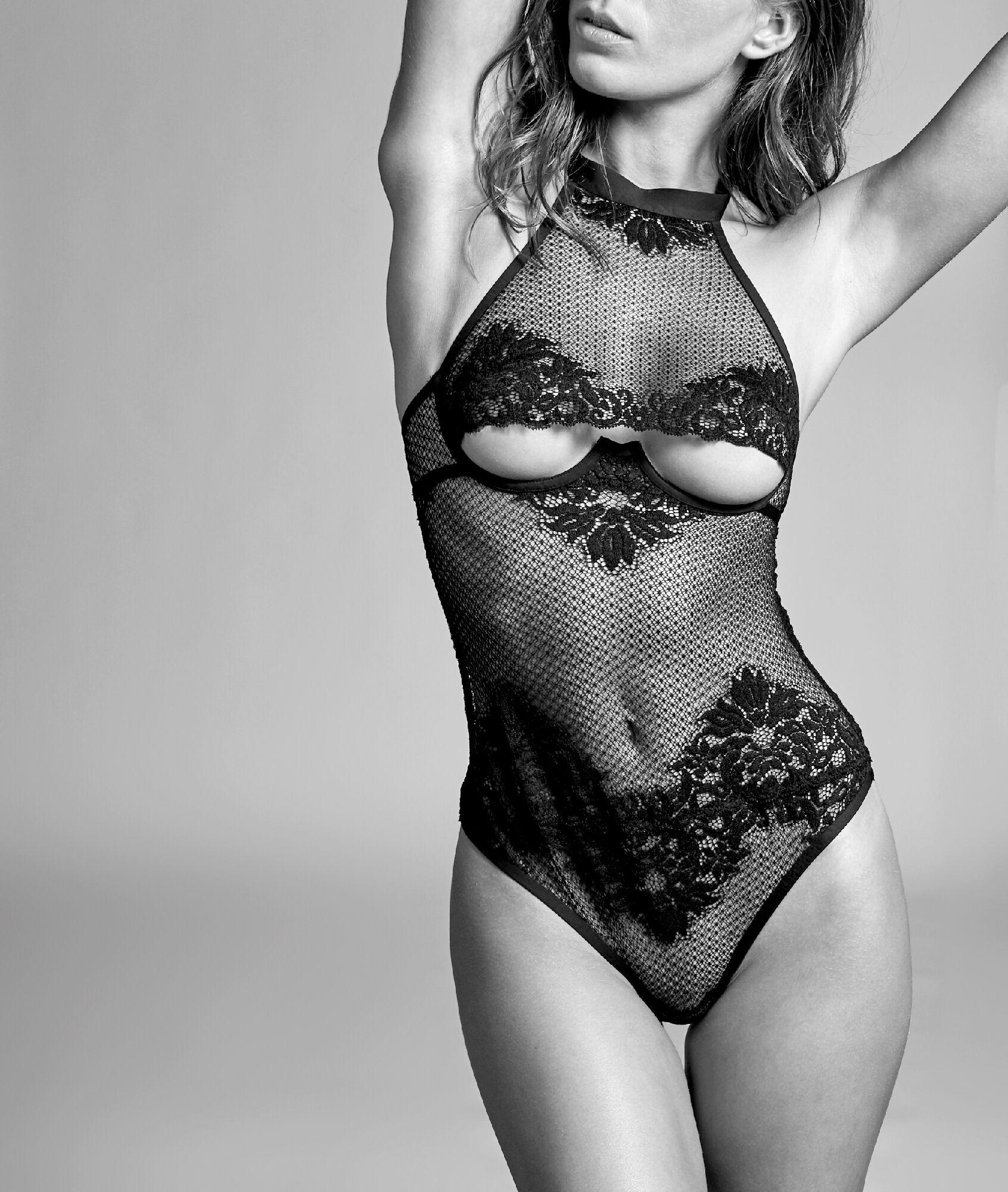 SEXY RESILLE Siateczkowe body ze stringami, dekolt underboob