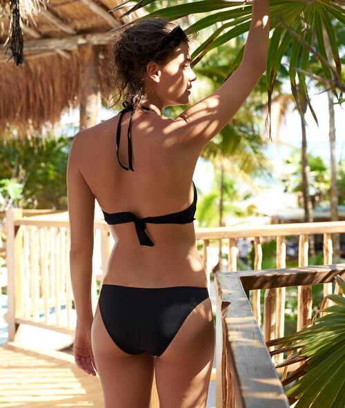 Klasyczny dół bikini, ażurowe detale
