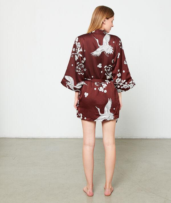 Satynowe kimono w kwiatowe motywy