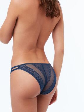Koronkowe majtki z elastycznymi paskami bleu.