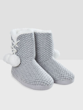 Chaussons bottines fourrés gris.