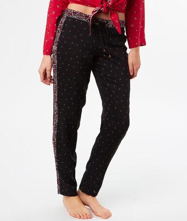 Lejące spodnie w apaszkowy deseń noir.