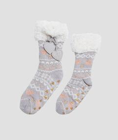 Chaussons chaussettes d'intérieur gris.