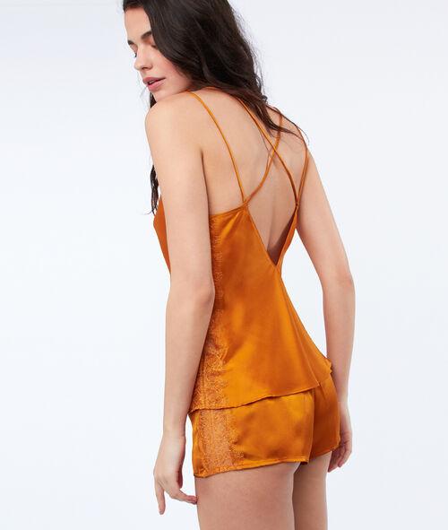 Satynowy top ze skrzyżowanymi ramiączkami na plecach