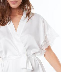 Kimono szlafrok z satyny i koronki blanc.