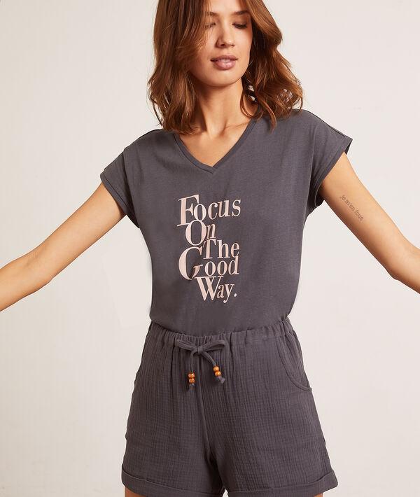 Top z krótkimi rękawami i napisem 'focus on the good way';${refinementColor}