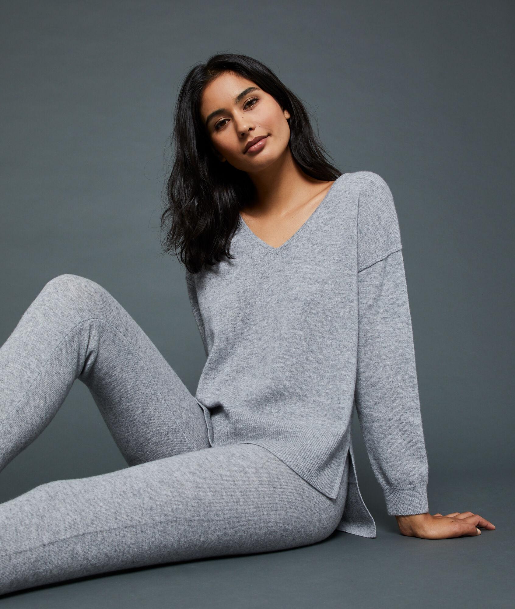 CACHEMIRE Kaszmirowy sweter z dekoltem w kształcie litery V